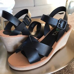 XOXO BLACK WOMEN WEDGES!